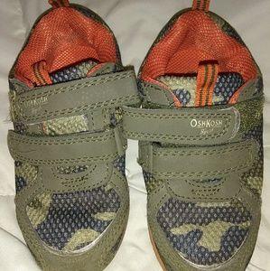 💥3/$10💥Oshkosh Sneakers Toddler Boy😎